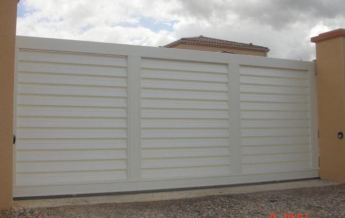 Portail battant aluminium portail aluminium sur mesure for Porte coulissante en fer