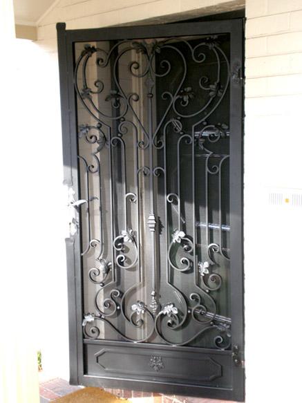 porte d entr e en fer forg porte en fer porte en acier design. Black Bedroom Furniture Sets. Home Design Ideas